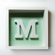 Quadro M branco com fundo verde água e bolinhas brancas 25,5 cms x 25,5 cms