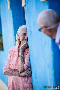 O casal cearense Zeca Leal e Ivanira Milfont, de Nova Olinda, está junto há mais de 65 anos e, para comemorar essa união, eles fizeram um álbum de fotografias lindíssimas.    Zeca e Ivanira se conheceram em