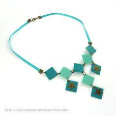 Collier en CD recyclé : Plastron bleu turquoise avec étoiles en bronze | par Savousepate | http://www.alittlemarket.com/collier/fr_collier_en_cd_recycle_n1_plastron_turquoise-7806843.html