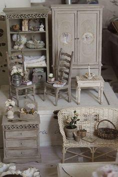 Miniature furnituhttp://pinterest.com/search/?q=miniature%20furniturere and accessories: