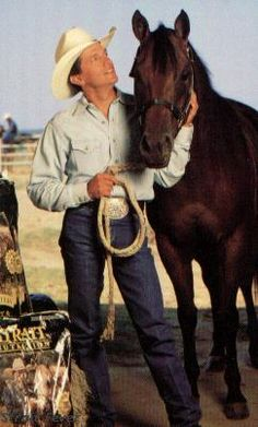 George Strait Discover StraitLinks George can I come love on your horses. I love horses I would love for you to introduce me to your horses. Country Music Artists, Country Music Stars, Country Singers, Country Men, Country Girls, Country Style, George Strait Family, Musica Country, Hot Cowboys
