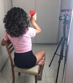 Última foto das gravações de hoje A meta de 10 vídeos foi alcançada ufa! Além de comemorar que consegui vim aqui mostrar o tamanhao que já está meu cabelo linha #ForçaComPimenta comendo solta por aqui! #projetorapunzel
