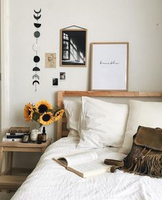 Best Minimalist Apartment Design Ideas Here are list of the awesome minimalist apartment designs ever presented on sweet house. Find inspiration for Minimalist Apartment Design to add to your own home. My New Room, My Room, Dorm Room, Home Bedroom, Bedroom Decor, Bedroom Ideas, Master Bedroom, Bedroom Wall, Wall Decor