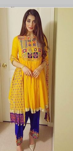 Stylish Dresses, Simple Dresses, Beautiful Dresses, Punjabi Fashion, Indian Fashion, Pakistani Outfits, Indian Outfits, Colour Combination For Dress, Desi Wear
