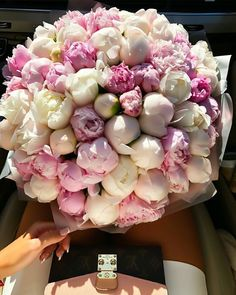 Which bouquet from bae do you prefer: peonies or roses? Bunch Of Flowers, Summer Flowers, Pretty Flowers, Small Flowers, Cut Flowers, Dried Flowers, Colorful Flowers, Beautiful Flower Arrangements, Floral Arrangements