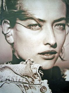 tatjana - had this pic on my wall in high school. Tatiana Patitz, Famous Supermodels, Simple Portrait, Model One, Alley Cat, Linda Evangelista, Girl Inspiration, Black And White Portraits, Claudia Schiffer
