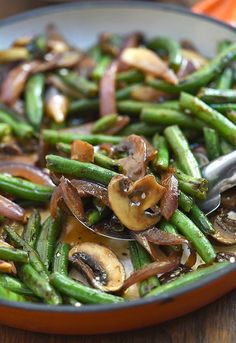 Asian Green Bean Stir-fry with mushrooms and a savory sauce is a hearty and tasty side dish you'll love with steamed rice. It's quick and easy to make in minutes and in one pan! Green Bean Mushroom Stir-fry Jen Mon jenifferlahti Food Asian Green Be Asian Green Beans, Stir Fry Green Beans, Fried Green Beans, Chinese Green Beans, Garlic Green Beans, Stir Fry Vegan, Veggie Stir Fry, Stir Fry Vegetables, Healthy Eating Recipes