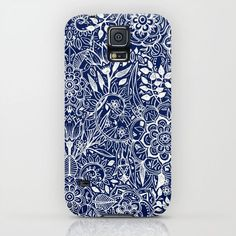 Detailed Floral Pattern in White on Navy iPhone & iPod Case