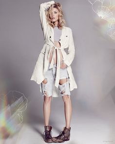 Starting off the New Year with some new fashion, Free People shares its resort 2015 collection with a lookbook starring Anja Rubik. The face of Marc Jacobs' spring campaign was photographed by Paola Kudacki in easy dressing with relaxed silhouettes, bohemian prints and metallic jewelry. The looks are paired with sandals and sporty sneakers as well as ankle ...