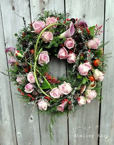Atelier Kari naturdekorasjoner og kranser: Blomsterkrans og naturmaterialer