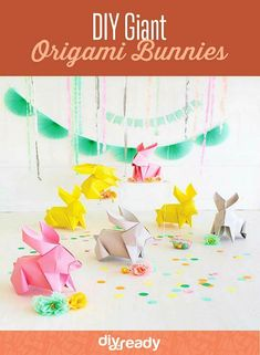 Easter Sunday won't ever be the identical after you introduce these DIY big origami bunnies. Bunny Crafts, Easter Crafts, Crafts For Kids, Diy Crafts, Geek Crafts, Diy Osterschmuck, Easy Diy, Diy Ostern, Idee Diy