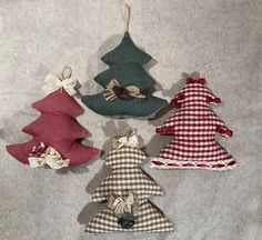 The Sabby chic sapling is fitted with a hook and for this reason it can be hung on the door or on a wall. Soft and soft is used to decorate the house at Christmas time. The sapling is 18 cm tall. Shabby Chic, A Hook, Chicano, Christmas Time, Etsy, Decor, Decorating, Dekoration, Deco