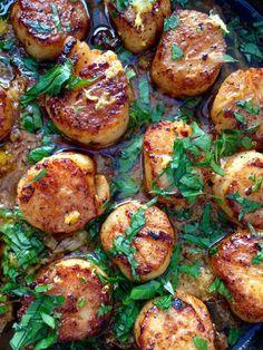 Cast Iron Pan Seared Garlic Scallops