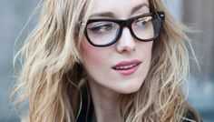 Make up for girls with glasses - helpful stuff. Makeup Tips, Beauty Makeup, Hair Makeup, Hair Beauty, Makeup Style, Glasses Trends, Lunette Style, Smoky Eyes, Makeup Tutorial Eyeliner