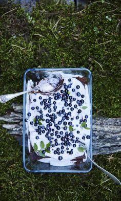Helppo mustikkavuokakakku | Maku Something Sweet, Sweet And Salty, Desert Recipes, Lunch Box, Food And Drink, Baking, Deserts, Drinks, Party