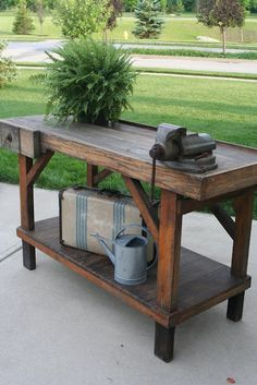work bench table Great bench but there's a water Can !!!
