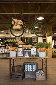 Great Spring retail display from Magnolia Market! Retail display ideas and inspiration, creative retail displays, retail merchandising ideas, product displays. Fall Store Displays, Store Window Displays, Shop Displays, Retail Displays, Merchandising Displays, Jewelry Displays, Antique Store Displays, Boutique Displays, Flea Market Displays
