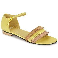 Zu diesen hübschen #sandalen von @campershoes sagen wir nicht Nein! Sonniges #gelb, trendige #fransen, hochwertiges #leder... Da gerät man ins Schwärmen! #damenschuhe #sommertrends