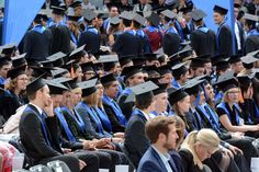 Absolventen feiern auf dem Graduiertenfest 2015