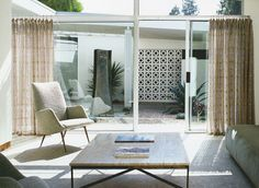Preciously Me blog : A Mid Century Home in Beverly Hills, yep it's in BH but it has all the hallmarks of a Palm Springs residence.