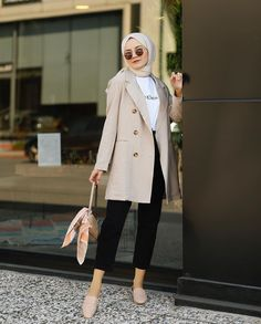 Hijab Fashion Inspiration, Style Inspiration, Mode Hijab, Classy Fashion, Smile Face, Normcore, My Style, Coat, How To Wear