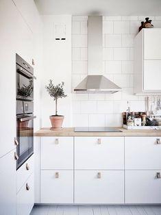 70 Gorgeous White Kitchen Design and Decor Ideas - Page 49 of 65 Home Interior, Kitchen Interior, Kitchen Decor, New Kitchen, Kitchen Ideas, Kitchen White, Closed Kitchen, Coastal Interior, Eclectic Kitchen