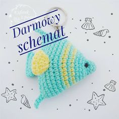 A free crochet pattern of a fish keychain. Do you also want to crochet this keychain? Read more about the Free Crochet Pattern Fish Keychain. Crochet Boat, Crochet Horse, Cute Crochet, Crochet Animals, Crochet Crafts, Crochet Dolls, Crochet Projects, Double Crochet, Crochet Fish Patterns