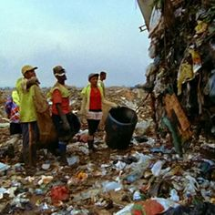 """Waste Land""  follows artist Vik Muniz as he journeys from his home in Brooklyn to his native Brazil and the world's largest garbage dump, located on the outskirts of Rio de Janeiro. There he photographs an eclectic band of ""catadores""—self-designated pickers of recyclable materials as they create images of themselves from garbage.   Full length movie is shown on this web site."