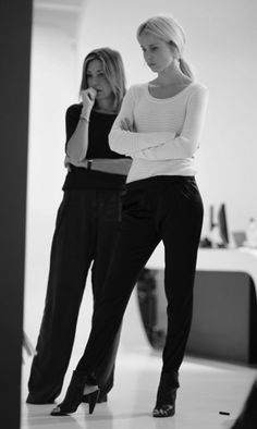 Amy Smilovic (Tibi Designer) and Elin Kling Classy Work Outfits, Office Outfits, Street Chic, Street Style, Street Fashion, Gala Gonzalez, Elin Kling, Relaxed Outfit, Leandra Medine