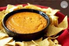 Copycat Skillet QuesoGuests will be clamoring for this creamy queso, so you better make a double batch! This copycat of Chili's skillet queso from Cupcake Diaries is the perfect choice for a party appetizer. Chili Relleno, Tamales, Appetizer Dips, Appetizer Recipes, Yummy Appetizers, Salad Recipes, Tostadas, Mexican Dishes, Mexican Food Recipes