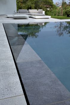 21 Best Swimming Pool Designs [Beautiful, Cool, and Modern] Luxury pool ideas. This is a tiny pool. This time they have not tried to look as natural as possible. is Swimming Pool # # # # Poolideas Homes Swimming Pool Tiles, Swiming Pool, Luxury Swimming Pools, Luxury Pools, Dream Pools, Swimming Pools Backyard, Swimming Pool Designs, Pool Spa, Infinity Pool Backyard