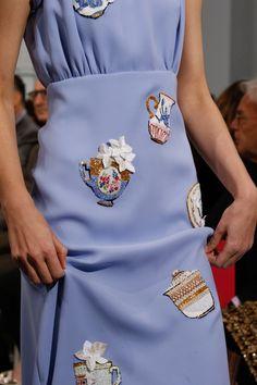 Défilé Schiaparelli Haute Couture. Teatime Couture!