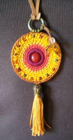 ABruxinhaCoisasGirasdaCarmita: Pendente em crochet
