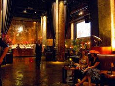Edison Downtown  Lounge: Good ambiance. Do not eat, tho (bad food)