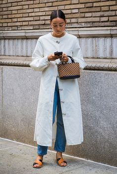 A glance around any given day at New York Fashion Week supplies enough outfit inspiration to last for seasons. The street style stars are out in full force, New York Fashion, Fashion 2018, Fashion Week, Look Fashion, Trendy Fashion, Fashion Outfits, Womens Fashion, Fashion Trends, Cheap Fashion