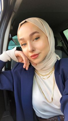 ✔ Office Look Hijab Formal – Hijab Fashion 2020 Drawing Couple Poses, Cute Couple Poses, Casual Hijab Outfit, Hijab Chic, Female Face Drawing, Drawing Faces, Aesthetic Girl, Aesthetic Clothes, Aesthetic Drawing