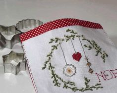 Coroncina Noel (Noel Wreath), designed by Luli.