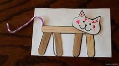 Cute cat craft for kids to make - Katzen DIY - Popsicle Stick Crafts, Popsicle Sticks, Craft Stick Crafts, Craft Sticks, Cat Crafts, Diy And Crafts, Arts And Crafts, Lily Cat, Zoo Phonics