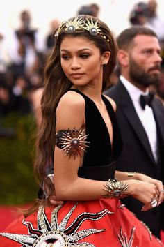 Zendaya Coleman Photos - Actress Zendaya departs for the MET Gala 2015 from The Carlyle on May 2015 in New York City. - MET Gala 2015 - Departures From the Carlyle Zendaya Coleman, Moda Zendaya, Zendaya Met Gala, Zendaya Style, Zendaya Fashion, Zendaya Outfits, Zendaya Photoshoot, Dress Fashion, Zendaya Dress