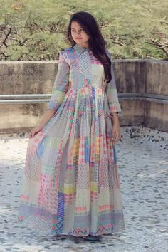 outfit date casual Anarkali Dress, Pakistani Dresses, Indian Dresses, Indian Outfits, Lehenga, Kurta Designs, Mode Hijab, Western Dresses, Indian Attire