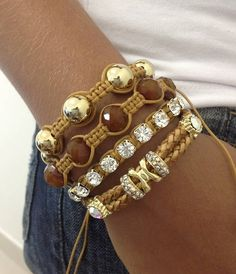 Pulseira couro e shamballa Hand Bracelet, Bracelet Cuir, Bracelet Making, Jewelry Making, Cute Jewelry, Jewelry Art, Jewelry Design, Macrame Jewelry, Macrame Bracelets