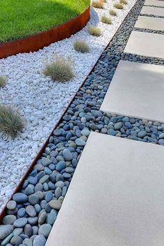 bordure jardin metal deco galets gris blancs #jardin #garden #modern #modernyardapartmenttherapy