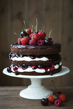 10 back trends that every hobby baker should know - Torten, Kuchen, Muffins, Süßspeisen und Co. Bolos Naked Cake, Lemon Layer Cakes, 100 Layer Cake, Chocolate Strawberry Cake, Chocolate Naked Cake, Chocolate Ganache, Chocolate Sponge, Chocolate Buttercream, Delicious Chocolate