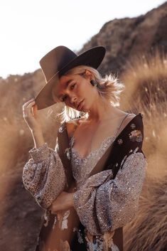 Bohemian style 499758889902165692 - cowgirl Source by restrictedbrand Style Photoshoot, Photoshoot Inspiration, Photoshoot Ideas, Look Boho, Bohemian Style, Bohemian Outfit, Photography Poses, Fashion Photography, Bohemian Photography