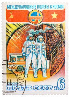 Union sovi�tique - CIRCA 1980: timbre imprim� en URSS consacr� au partenariat international entre l'Union sovi�tique et le Vietnam dans l'espace, vers 1980 photo