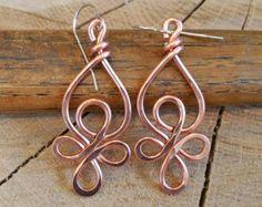 Lazos célticos alambre de cobre pendientes - joyería de nudo céltico - Dangle, hechos a mano martillado - pendientes celtas, las mujeres, la joyería, pendiente de cobre