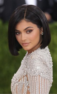 [In Stock] Sleek Straight Bob Cut Lace Front Human Hair Wig Inspired by Kylie Jenner - Lace Front Wigs - EvaWigs