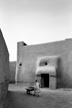 House, Djenne, Mali - by British photographer James Morris