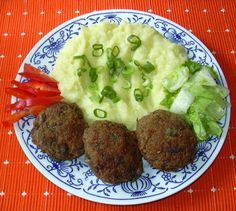 Pokrmy z hub (11) :: Domací kuchařka - vyzkoušené recepty Czech Recipes, Ethnic Recipes, Snack Recipes, Snacks, Mashed Potatoes, Recipies, Stuffed Mushrooms, Czech Food, Fit