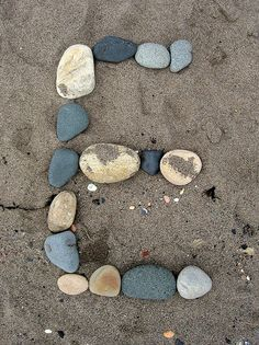 Make your initials from stones. So clever. Alphabet Photography Letters, Alphabet Photos, Letter Photography, Photo Letters, Alphabet Art, Diy Letters, Letters And Numbers, Fun Crafts For Kids, Diy For Kids